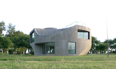 Moder Concrete House in Argentina