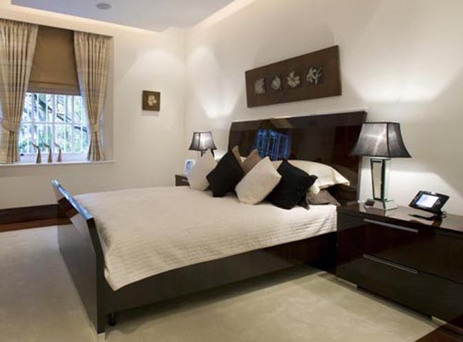 Best modern luxury apartment design london hyde park place for Contemporary guest bedroom ideas