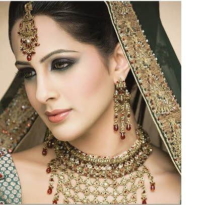 [indian-bridal-makeup-2.bmp]