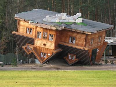 Dom do góry nogami – Szymbark