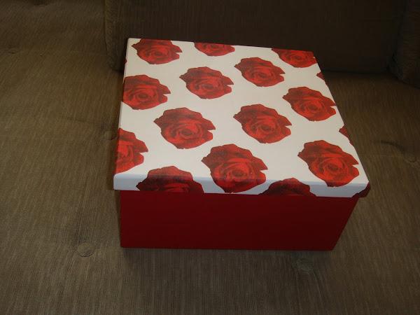 Caixa com tampa solta - Rosas Vermelhas - R$ 30,00