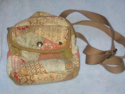 Fossil purse with Precious Feet