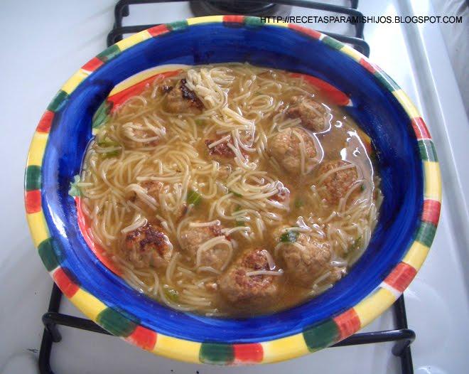 ... para mis hijos: Sopa de albóndigas con fideos (Meatballs noodle soup