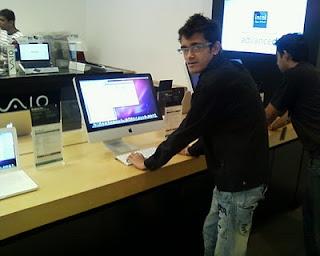 Hardik Shah [Guru] with Apple iMac MC207
