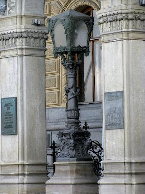 Faroles del palacio del gran duque Vladimir Romanov en San Petersburgo (Rusia)