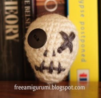 Free Amigurumi Skull Pattern : Free Amigurumi Patterns: Little Skull Amigurumi
