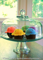 Free crochet cupcake amigurumi pattern