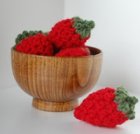 Free crochet strawberry pattern