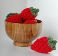Free crochet strawberry pattern