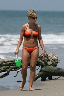 Kate Gosselin em biquíni após uma Abdominoplastia