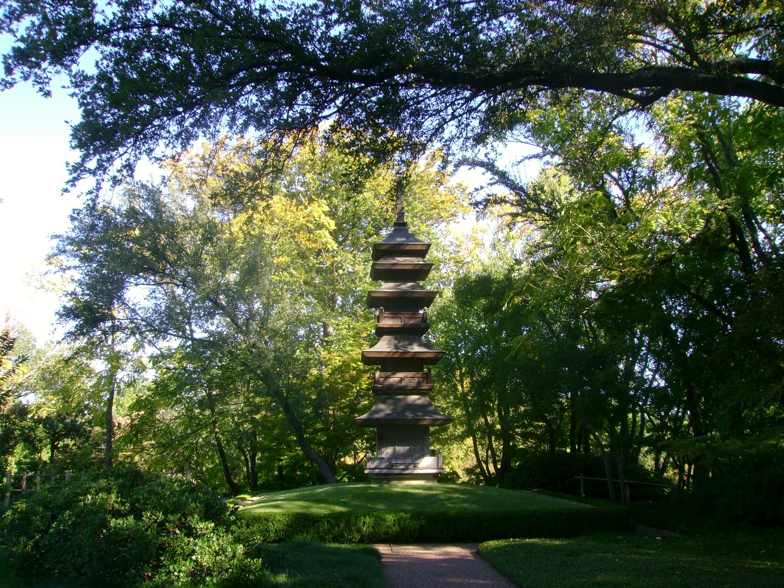 Virtual quilting retreat paths that cross for Japanese garden meditation