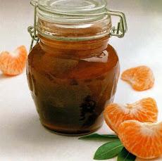 500 g. de mandarina olvidada en la nevera. 200 g. de azúcar medio vasito de Ron un vaso de agua...