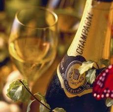 Feliz Año Nuevo para todos los amigos e integrantes de la familia UNE