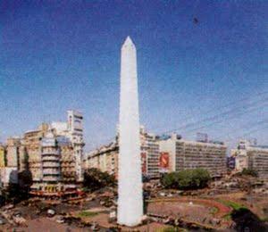 El obelisco porteño, año 2000. Antes allí estuvo la parroquia San Nicolás de Bari.