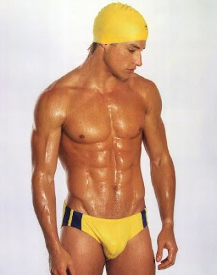 Awkward Bulge http://menfordays.blogspot.com/2009/06/athletes-awkward-bulges.html