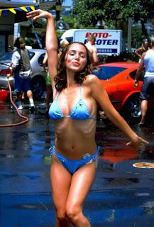 Buffys Eliza Dushku in bikini