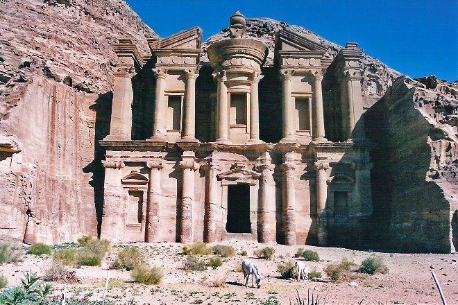 El Monastir o Monasterio de Petra