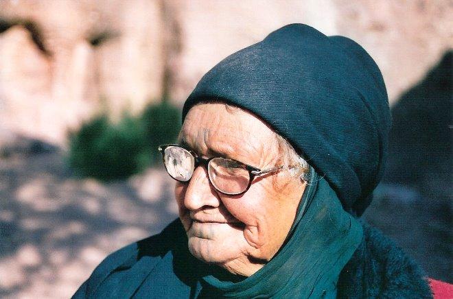 """Esta mujer nos aconsejó bajar """"swaya swaya"""", que significa poco a poco, por los senderos de Petra"""