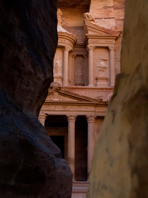 El momento esperado tras caminar por el Siq, un camino entre acantilados que lleva a Petra