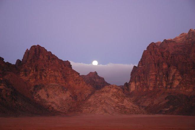 La luna tras el amanecer