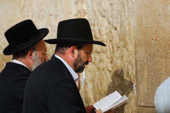 Momento para la oración en el Muro