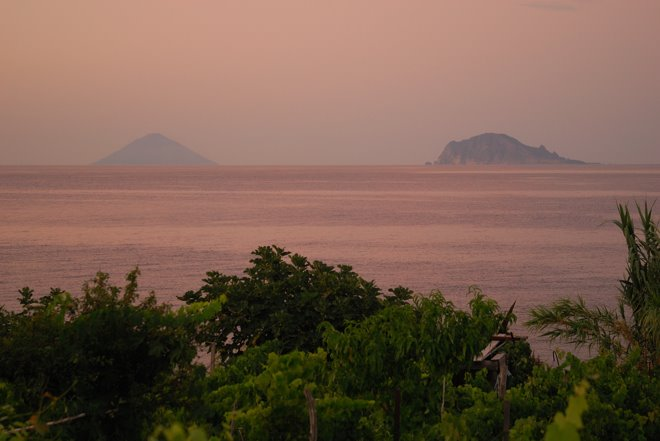 Las islas Strómboli y Lipari al atardecer