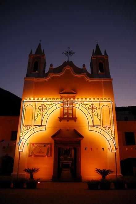 Catedral en Santa Marina, en la isla de Salina