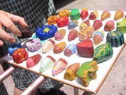 Dengan bubur kertas, bisa dibuat berbagai macam bentuk kreasi dan bisa ...