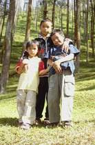 3 Saudara