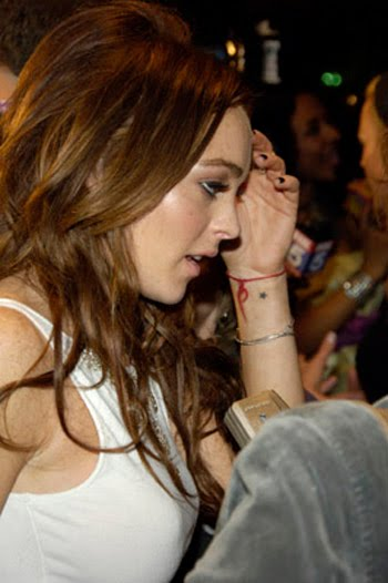 tatuaje cantante. tatuajes de estrellas en el tobillo. famosa actriz y cantante Lindsay Lohan,