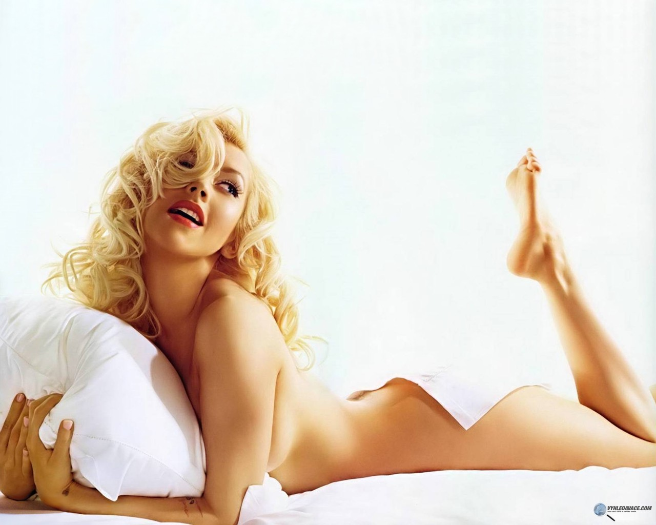 http://1.bp.blogspot.com/_GeSmr0dEG4w/TAMA8fhKNoI/AAAAAAAACEQ/aZD6I6-0eOw/s1600/Christina_Aguilera.jpg