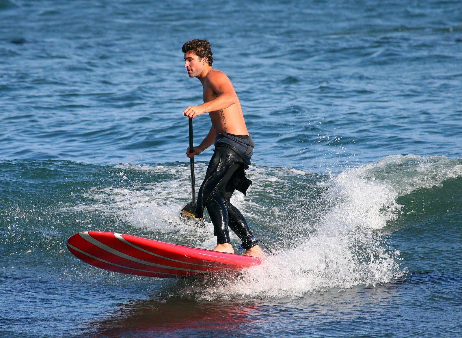 http://1.bp.blogspot.com/_GgQtqLiRv-8/S9Bqcq4AilI/AAAAAAAAfAc/EQZRCGKdohY/s1600/BrodyJenner-surfing-11.jpg