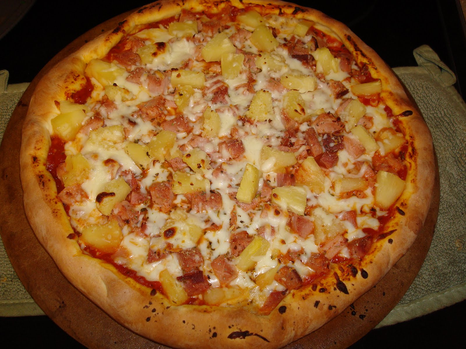 Menu managed ham and pineapple pizza