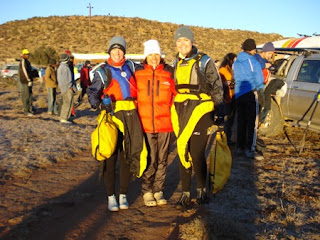 I'm the one in the middle with a down jacket... Lauren (left) and Daleen (right) about to start the paddle. When I drove off the car said it was -5°C