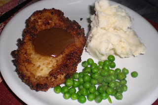 Easy chicken schnitzel with mashed potatoes, peas and gravy