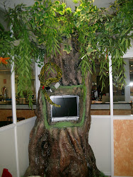 Árbol con monitor. sala infantil