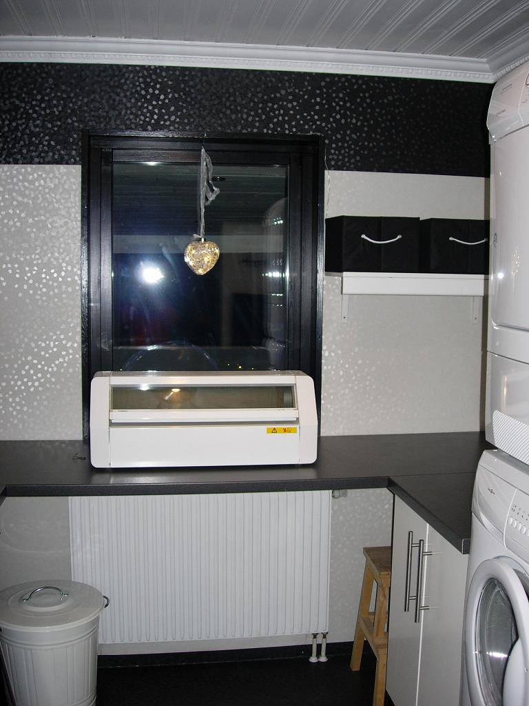 Renovering av hela hem: Tvättstuga svart o vitt