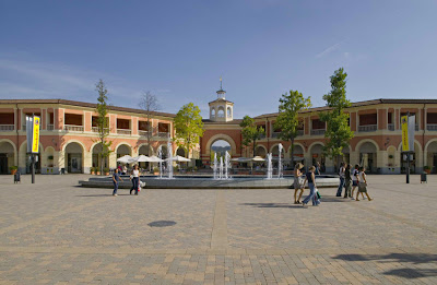 Top 3 outlet malls in italy for Serravalle designer outlet milan