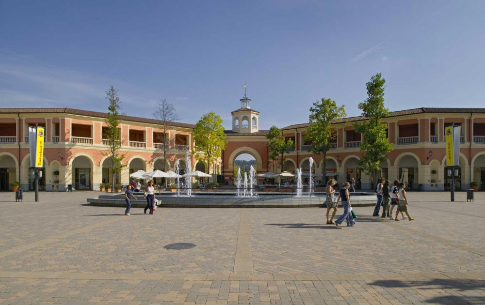 Top 3 outlet malls in italy for Serravalle designer outlet