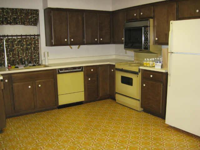 What Color Goes With Gold Kitchen Tile