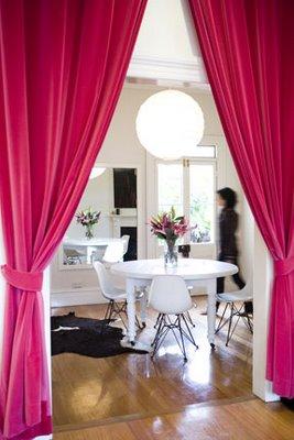 Decoraci n de rincones ideas del uso de cortinas para - Cortinas para separar ambientes ...