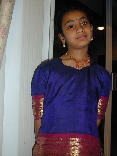 pics of mallu tamil actress bathing in pavadai