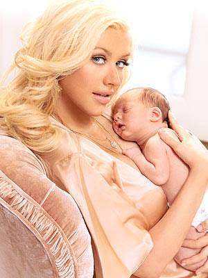 max Christine Aguilera a Breastfeeding Momma!