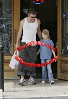 ryan ava001 735665 Ryan Phillippe Spends Time with Kiddies