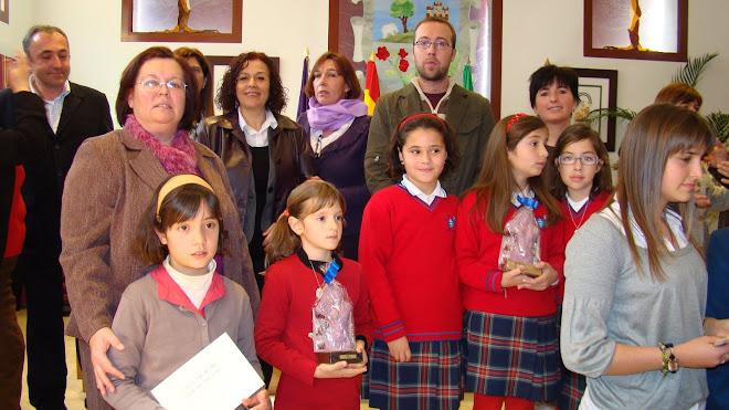 ganadoras con el galardón Amatista, diploma y cheque de 100 euros en material escolar