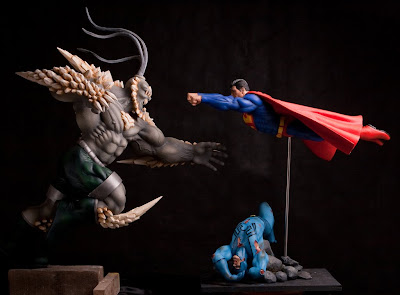 Superman vs Doomsday escultura diorama 4295942314_3bc53faffb_b
