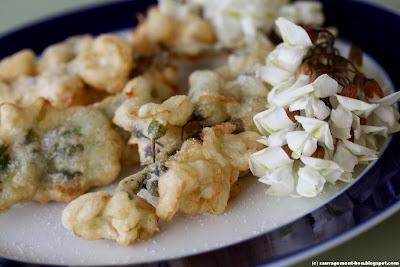 Beignets de fleurs d'acacia (de robinier faux acacia plus précisément)