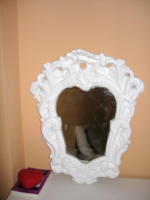 Antes y después: Un espejo de yeso, pintura blanca