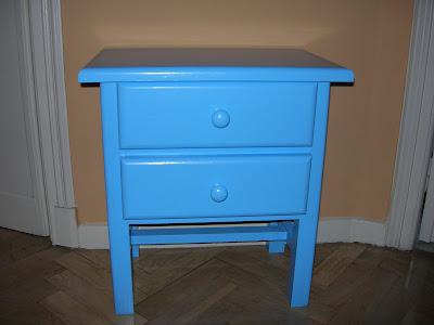 Antes y después de una mesita de noche, azul clarito ,pintura, reciclado