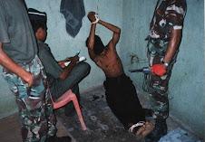 torture....per convincere alla democrazia!!!